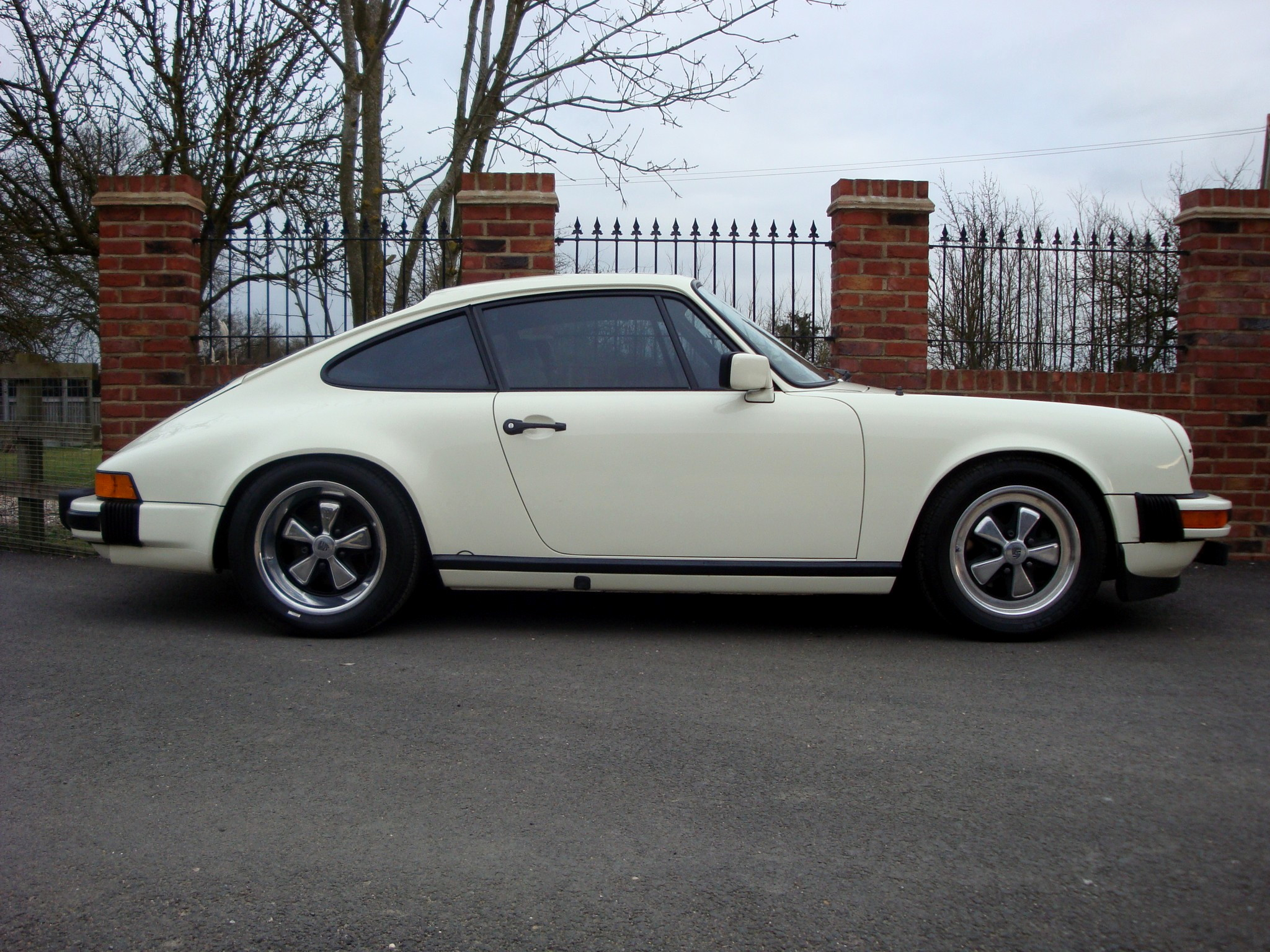 1983 Porsche 911 Carrera - select GT